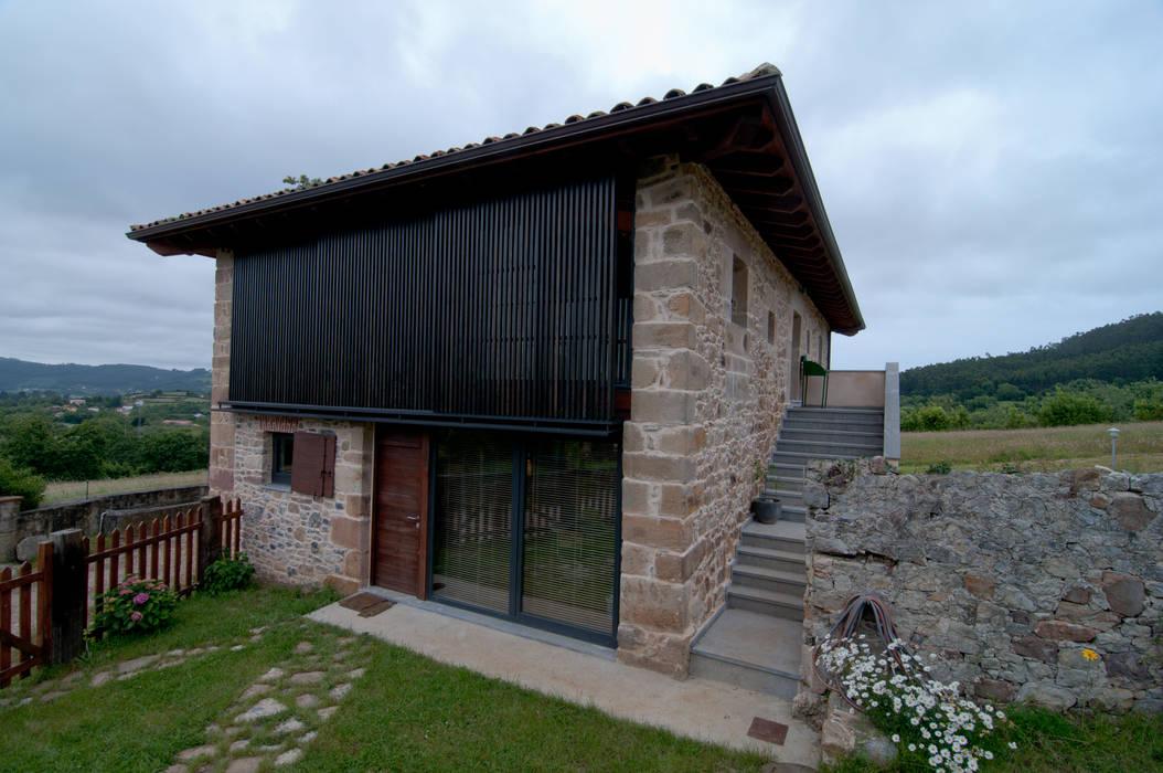 Vivienda en Vega de Selorio Casas de estilo rural de RUBIO · BILBAO ARQUITECTOS Rural