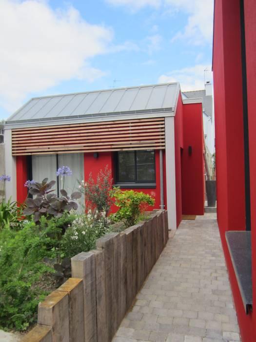 Casas modernas: Ideas, imágenes y decoración de Bertin Bichet Moderno Madera maciza Multicolor
