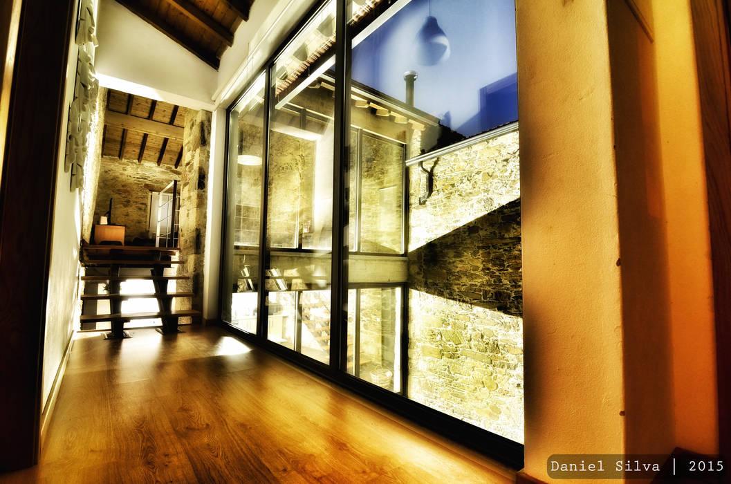 Casa do Páteo Rustikaler Flur, Diele & Treppenhaus