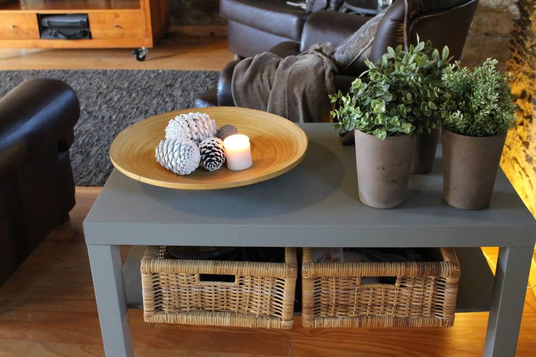 Sala de estar - pormenores: Salas de estar  por Casa do Páteo