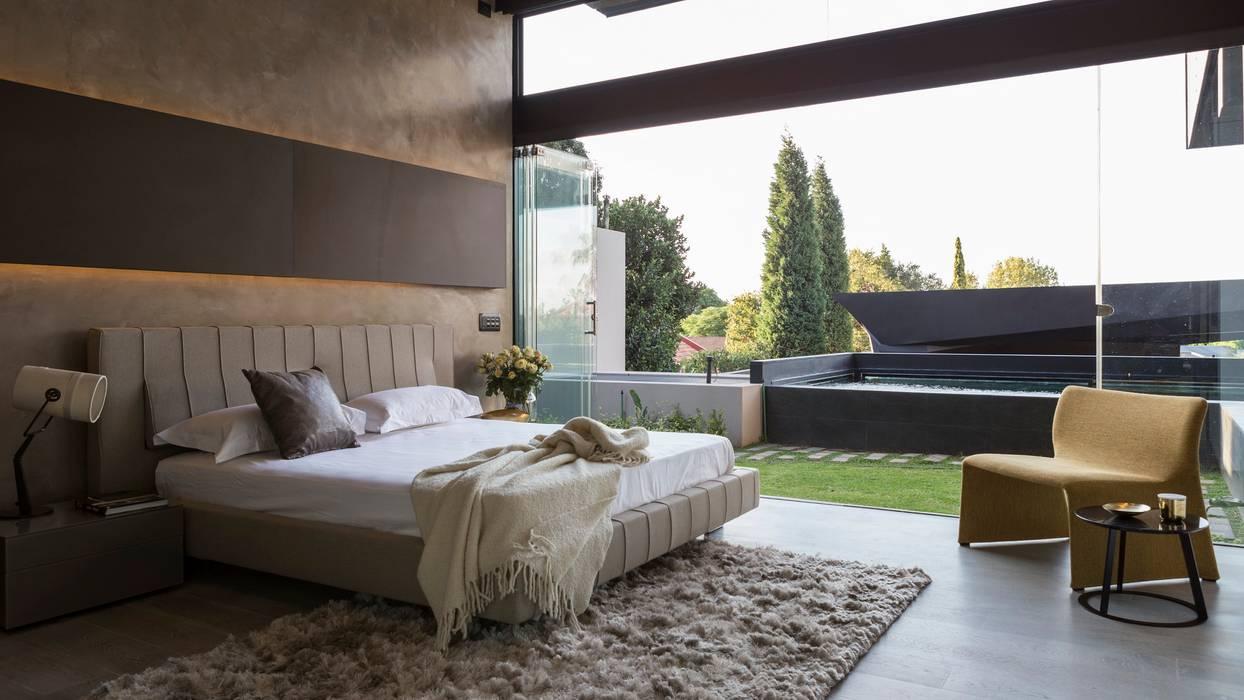 Спальни в . Автор – Nico Van Der Meulen Architects , Модерн