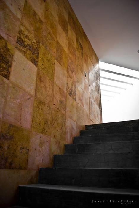 Casa Habitación - T.I: Pasillos y recibidores de estilo  por MATE - ARQUITECTOS,