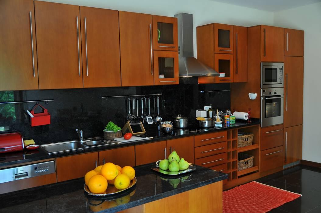 cozinha casa de particular : Cozinhas  por Luisa Pinho Arte e Decoração