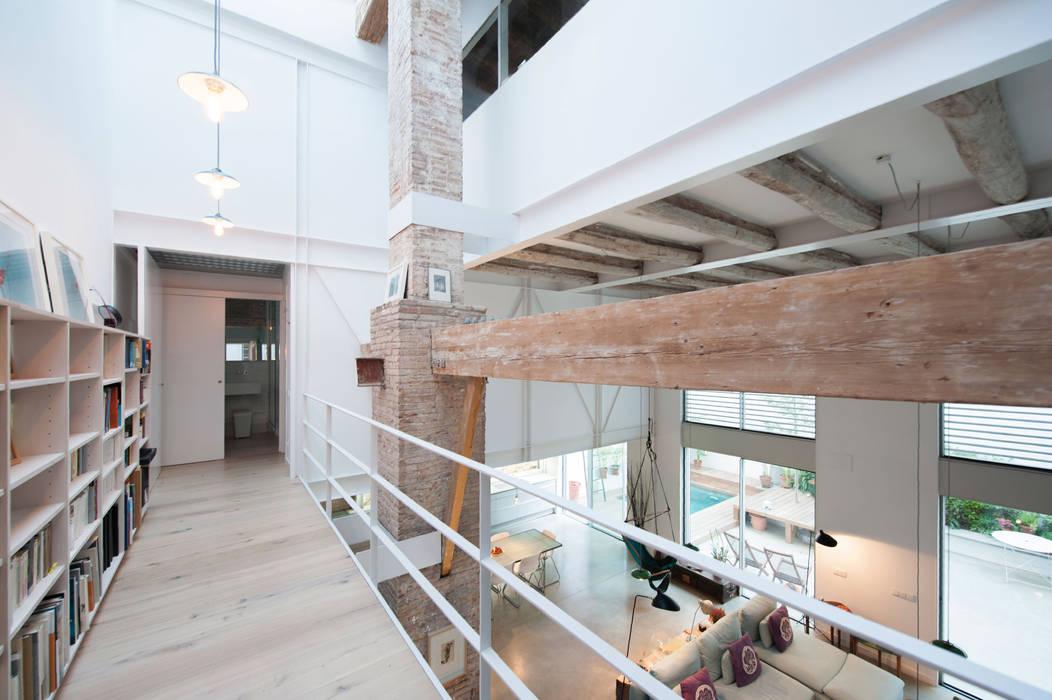 'Rehbailitacion edificio en Gracia' lluiscorbellajordi Salones de estilo moderno