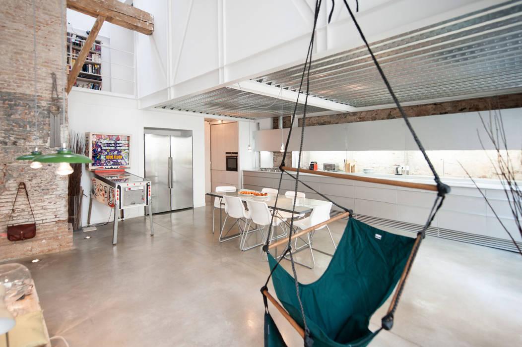'Rehbailitacion edificio en Gracia' lluiscorbellajordi Comedores de estilo moderno