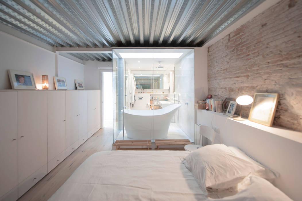 Chambre moderne par lluiscorbellajordi Moderne