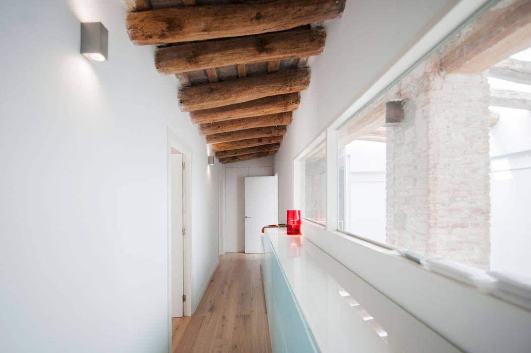 lluiscorbellajordi Modern corridor, hallway & stairs