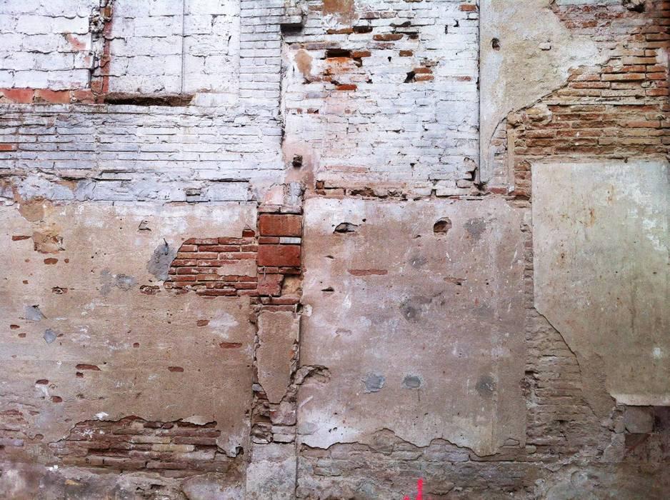 'Rehbailitacion edificio en Gracia' Garajes de estilo moderno de lluiscorbellajordi Moderno