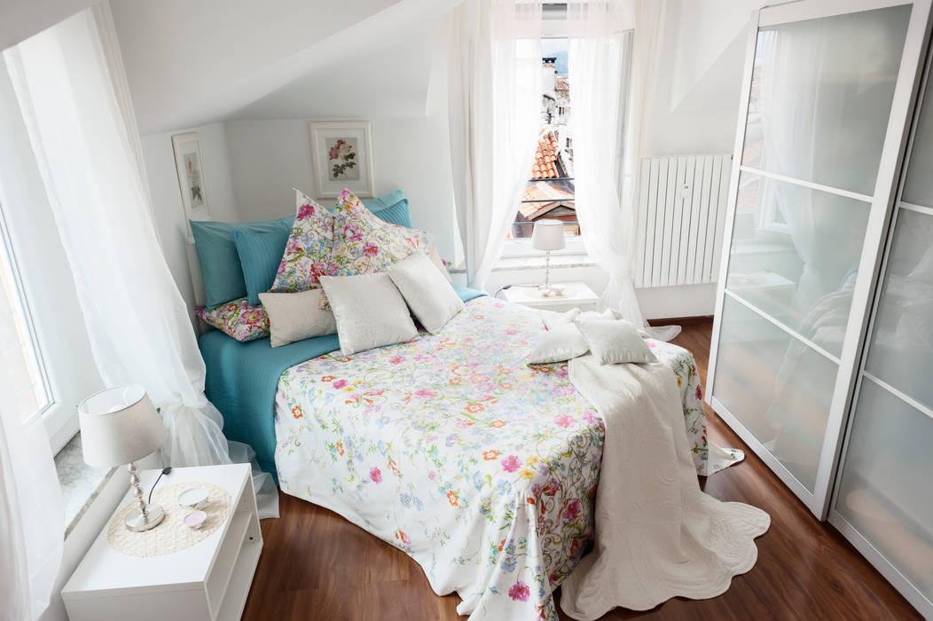 appartamento torino centro storico: camera da letto in stile di