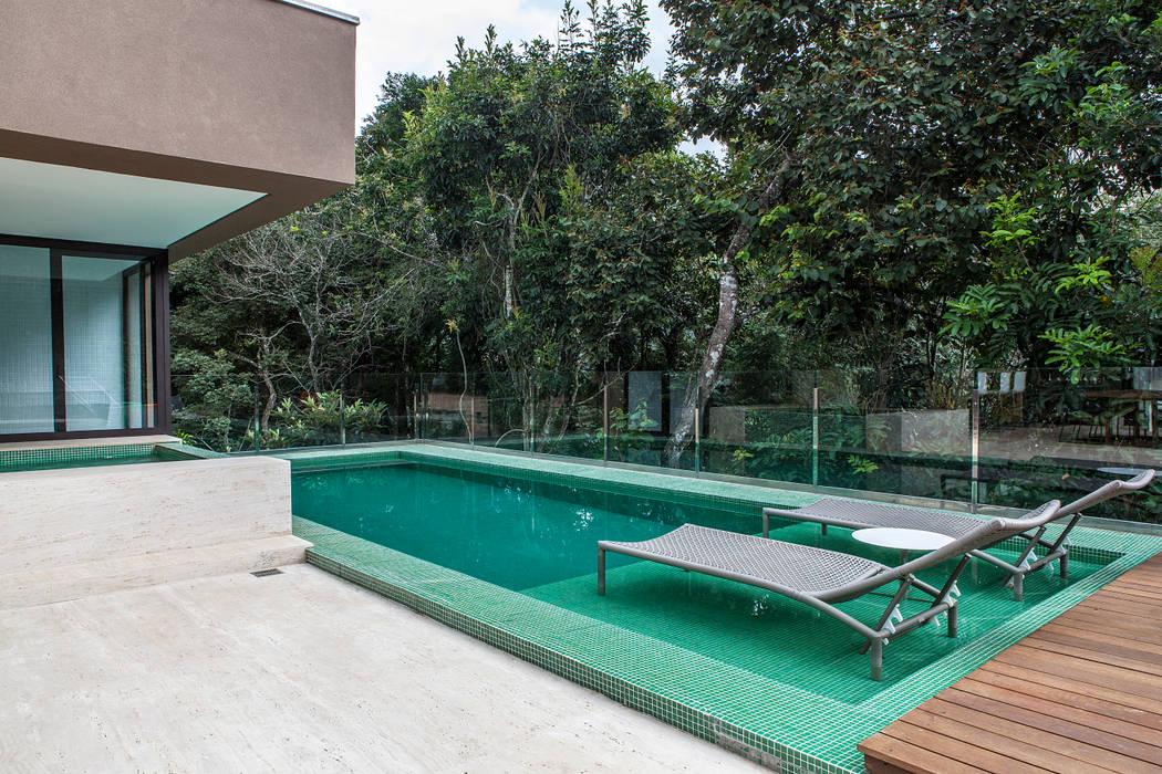Pool by Márcia Carvalhaes Arquitetura LTDA.