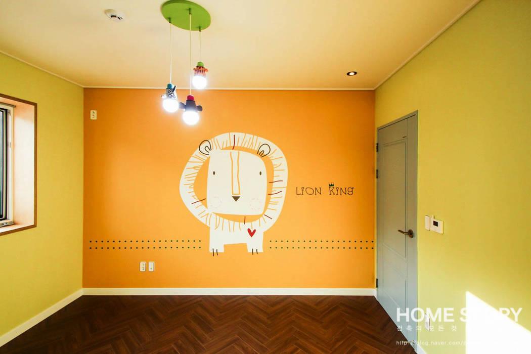 │캐릭터 벽지가 귀여운 침실 01: (주)홈스토리의  아이방