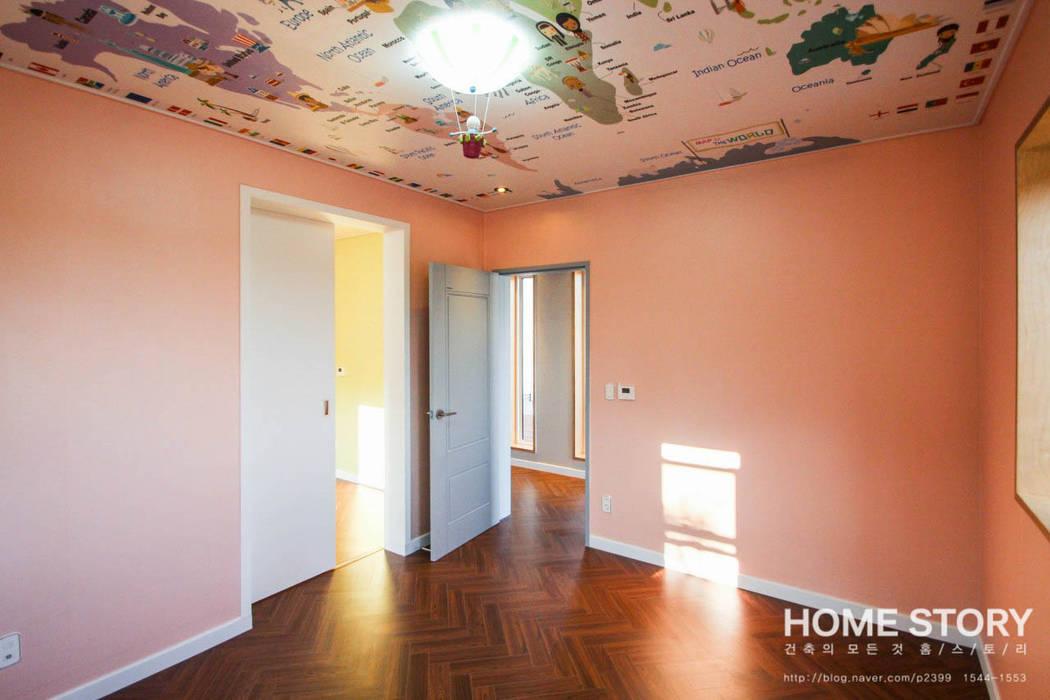 │공주님의 핑크색 방. 침실 02: (주)홈스토리의  아이방