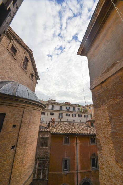 scorci medievali: Case in stile in stile Moderno di Studio Fori