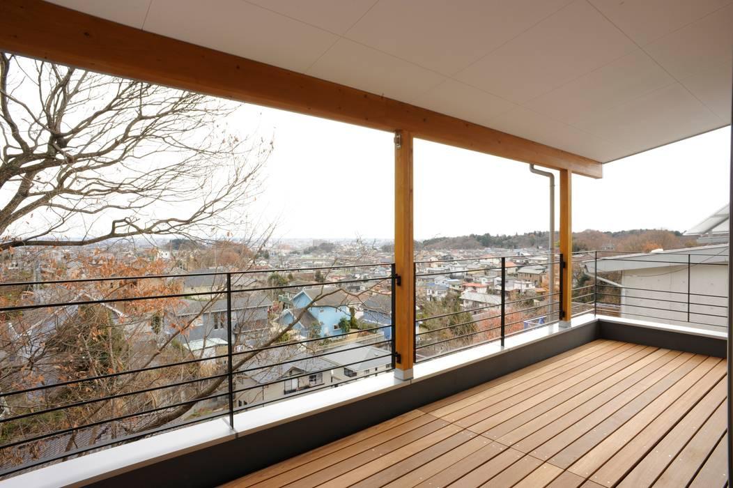 アトリエdoor一級建築士事務所 Modern style balcony, porch & terrace Wood Wood effect