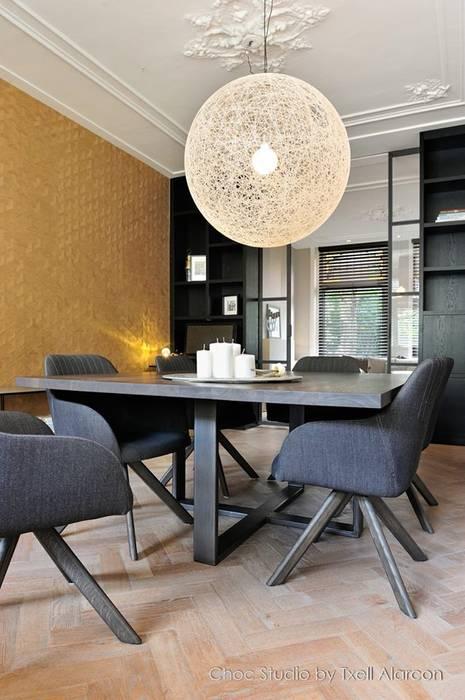maatwerk eetkamertafel Moderne eetkamers van choc studio interieur Modern