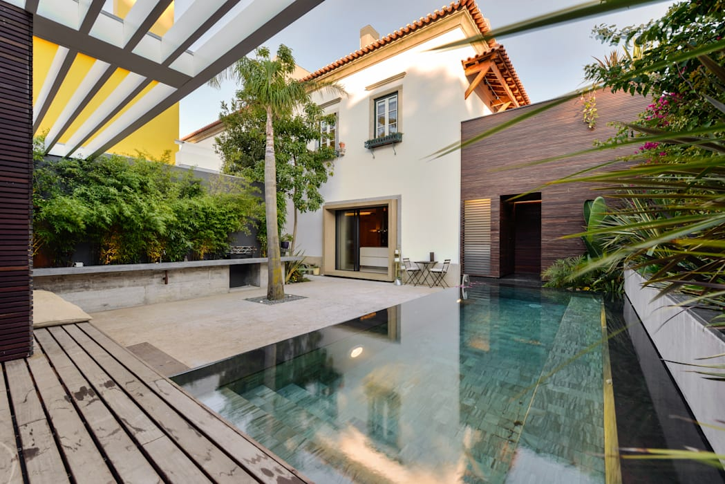 Modern Pool by Ricardo Moreno Arquitectos Modern