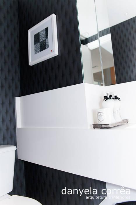 Apartamento: Banheiros  por Danyela Corrêa,Clássico