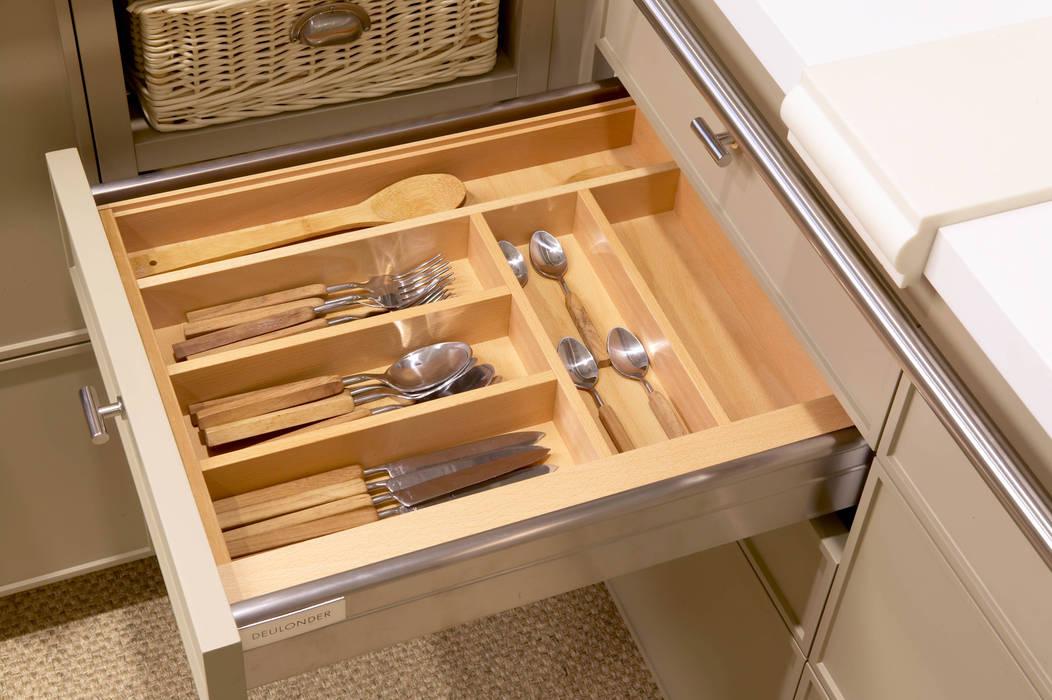 Cubertero de madera: Cocinas de estilo  de DEULONDER arquitectura domestica