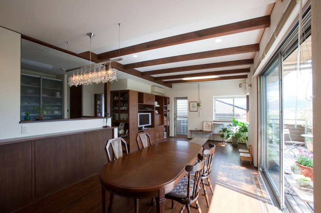 Modern Dining Room by 株式会社 atelier waon Modern