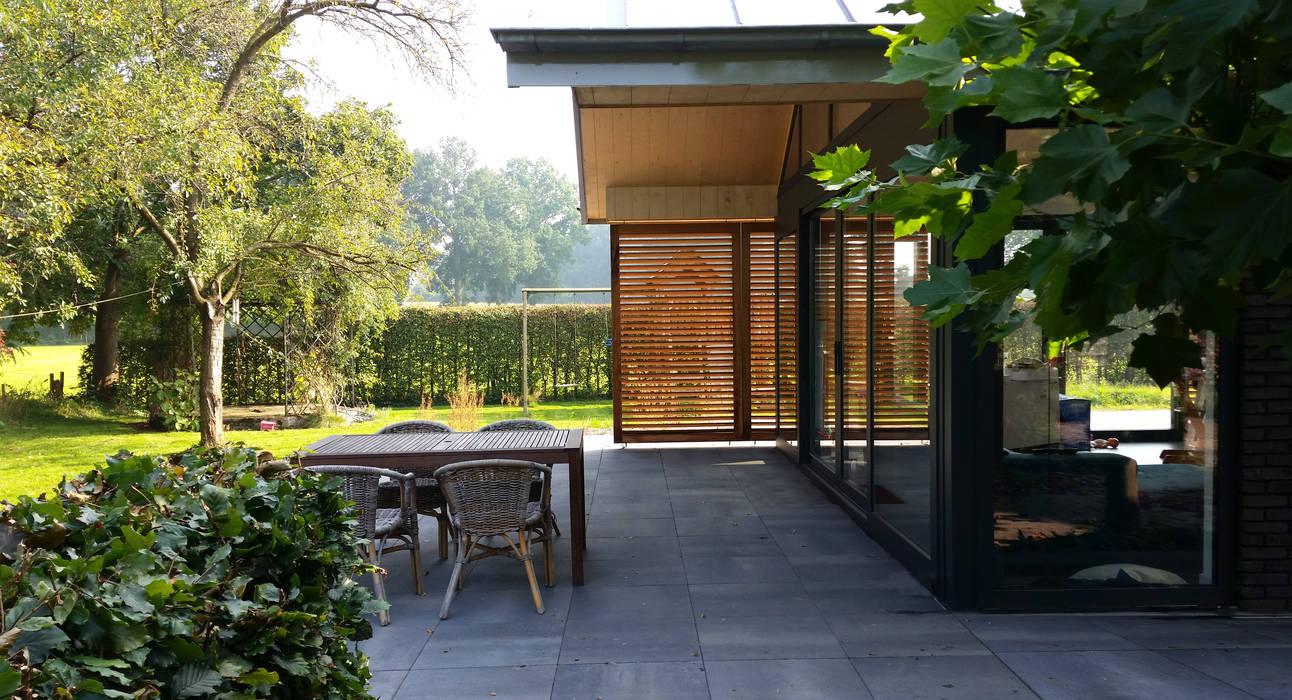 Terrazas de estilo  por TS architecten BV, Moderno Madera Acabado en madera