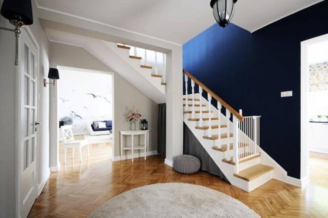 Corridor & hallway by IDEALS . marta jaślan interiors, Classic