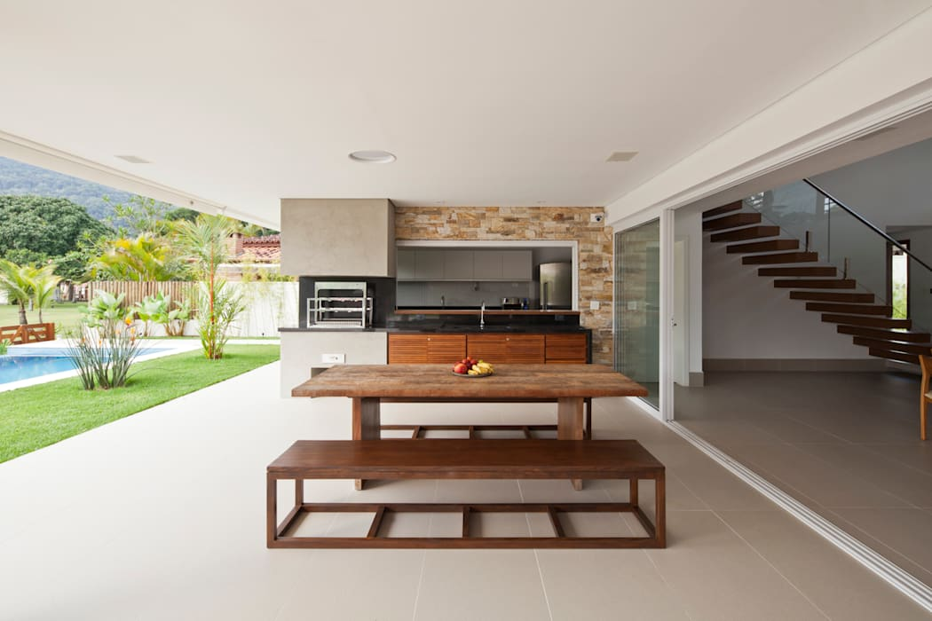 Casa Guaecá Conrado Ceravolo Arquitetos Varandas, alpendres e terraços modernos