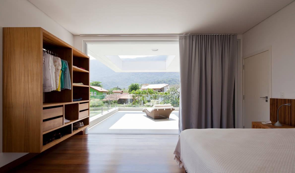 Modern style bedroom by Conrado Ceravolo Arquitetos Modern