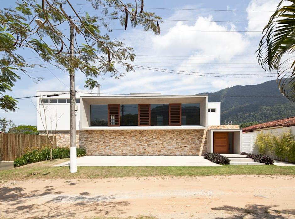 Modern home by Conrado Ceravolo Arquitetos Modern