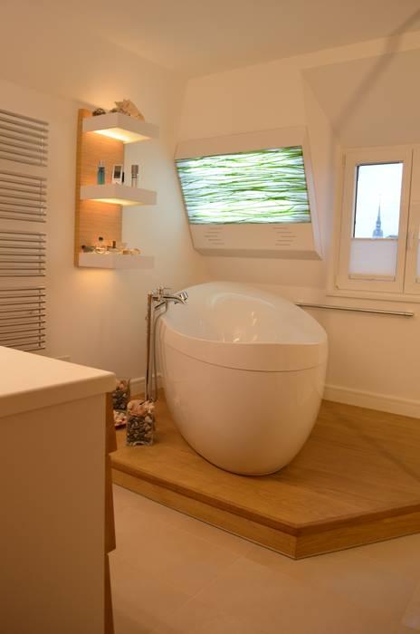 Badewanne mit holzpodest moderne badezimmer von wohnideen ...
