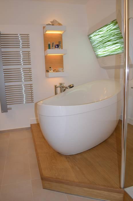 Badewanne auf holzpodest moderne badezimmer von wohnideen ...