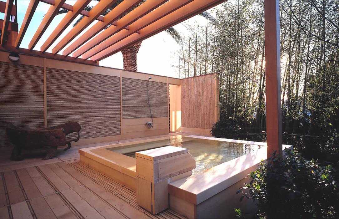 披露山のゲストハウス モダンスタイルの プール の 小林福村設計事務所/KOBAYASHIFUKUMURA ARCHITECTS モダン