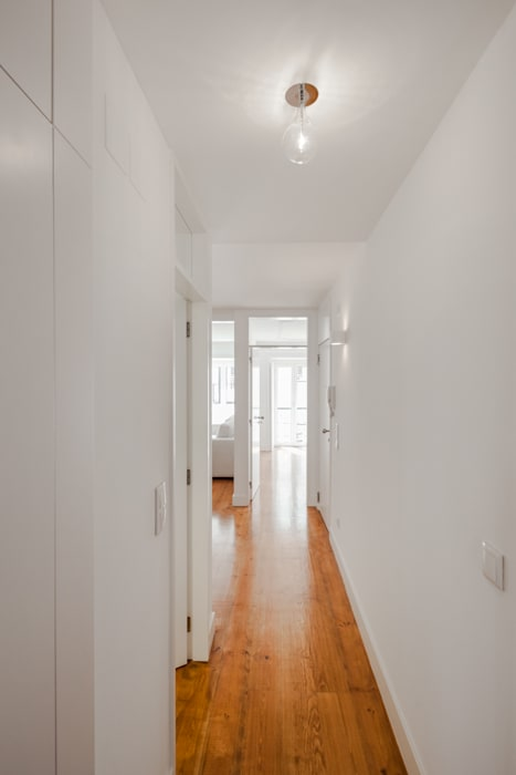 Minimalist corridor, hallway & stairs by Vanessa Santos Silva | Arquiteta Minimalist
