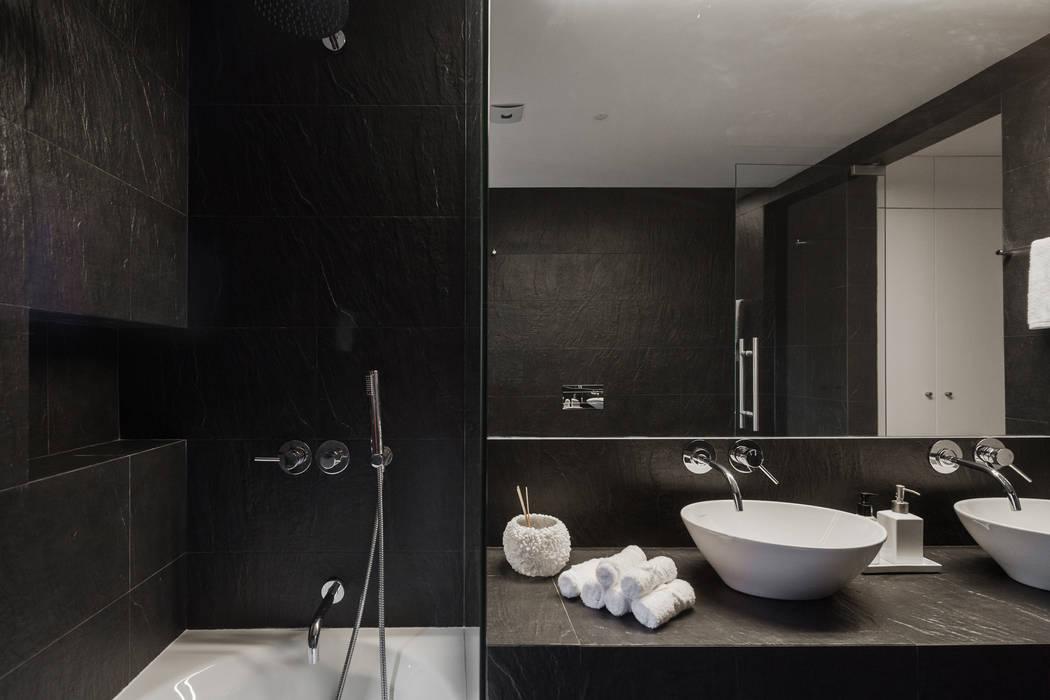 Minimalist style bathroom by Vanessa Santos Silva   Arquiteta Minimalist