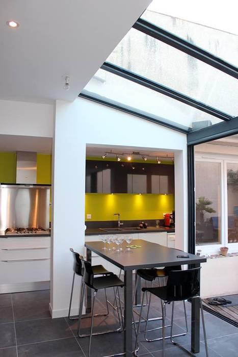APRES TRAVAUX Balcon, Veranda & Terrasse modernes par SAS ACCTIF DESIGN Moderne