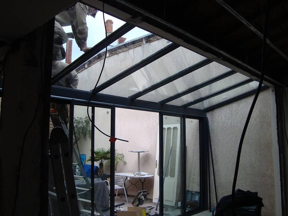 PENDANT LES TRAVAUX Balcon, Veranda & Terrasse modernes par SAS ACCTIF DESIGN Moderne