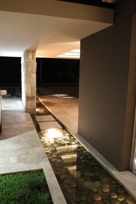 Couloir, entrée, escaliers modernes par cm espacio & arquitectura srl Moderne