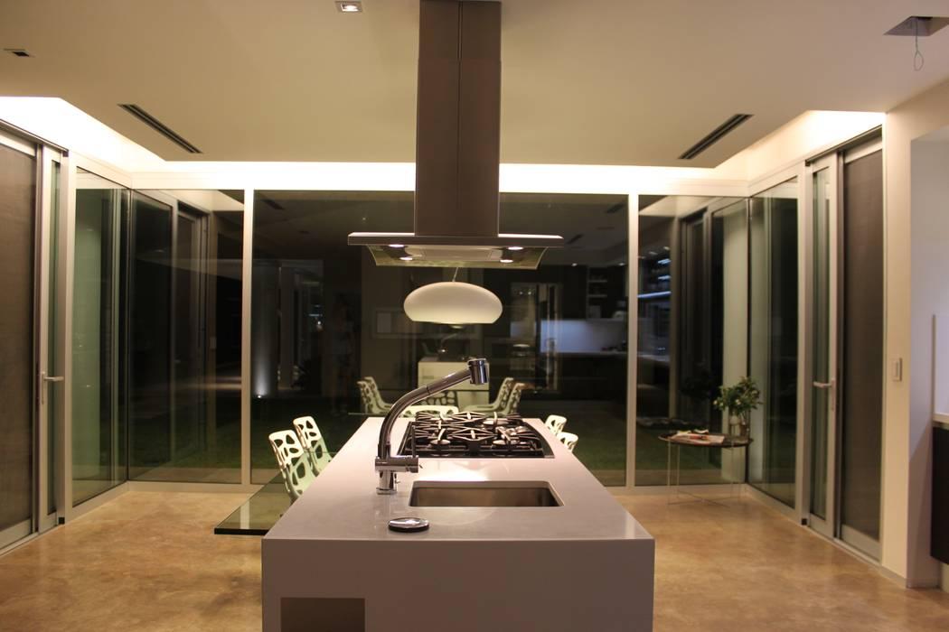 Cuisine moderne par cm espacio & arquitectura srl Moderne