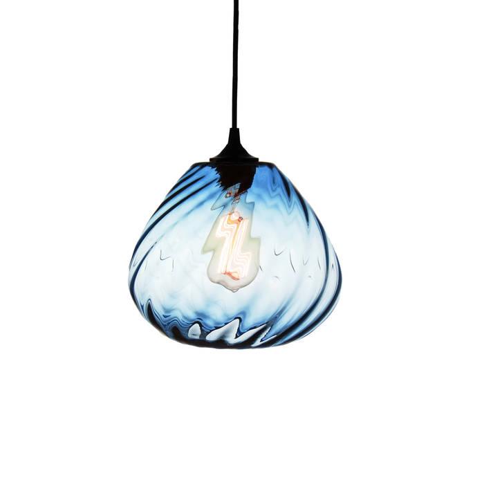 Twisters Azul - fondo blanco: Salas multimedia de estilo moderno por Luminosa ™
