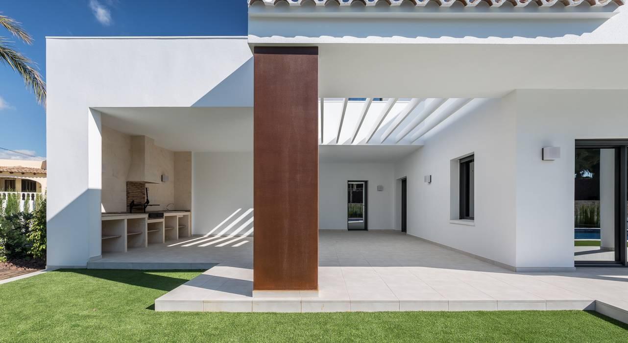 Detalle de la terraza exterior: Casas de estilo  de Laura Yerpes Estudio de Interiorismo