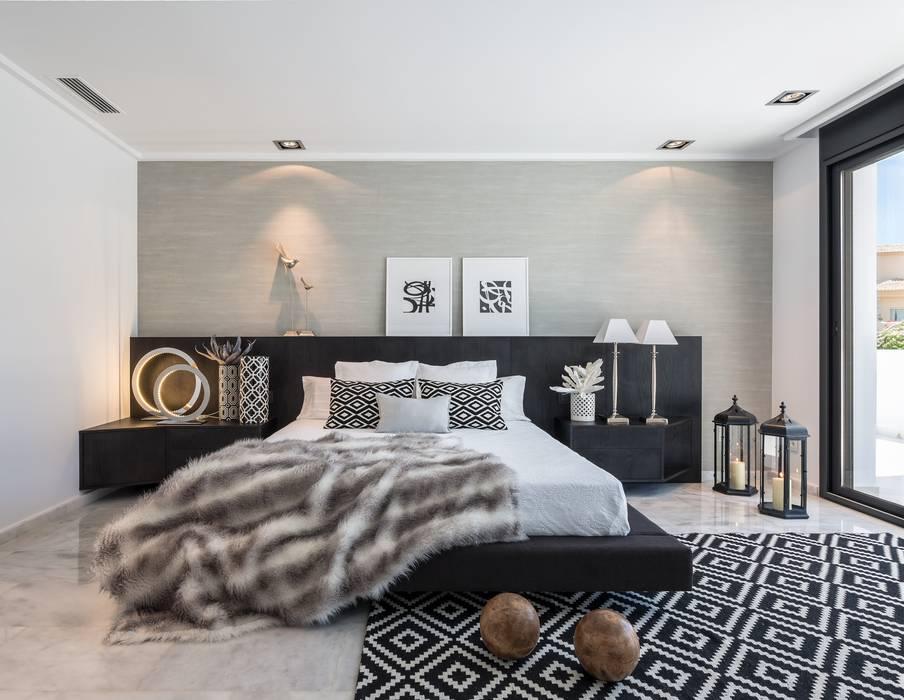 Mediterranean style bedroom by Laura Yerpes Estudio de Interiorismo Mediterranean