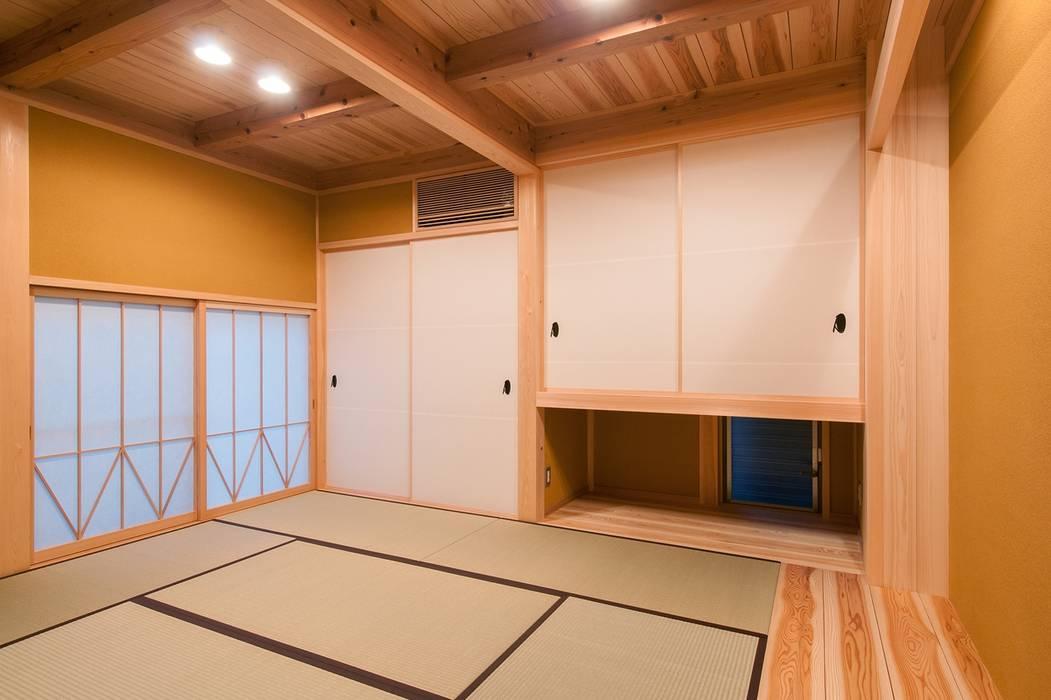 shu建築設計事務所 Salas multimedia de estilo clásico