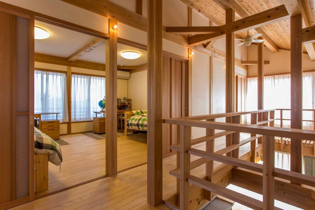 吹抜、子供室 shu建築設計事務所 クラシックデザインの 子供部屋