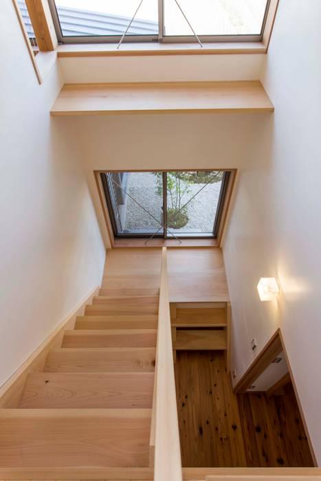 階段室 shu建築設計事務所 クラシカルスタイルの 玄関&廊下&階段