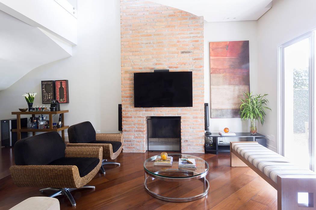 Salas modernas de Danielle Tassi Arquitetura e Interiores Moderno