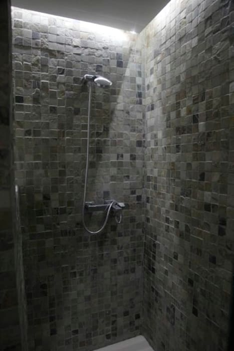 Baño en piedra de la India Baños modernos de JCandel Moderno Piedra