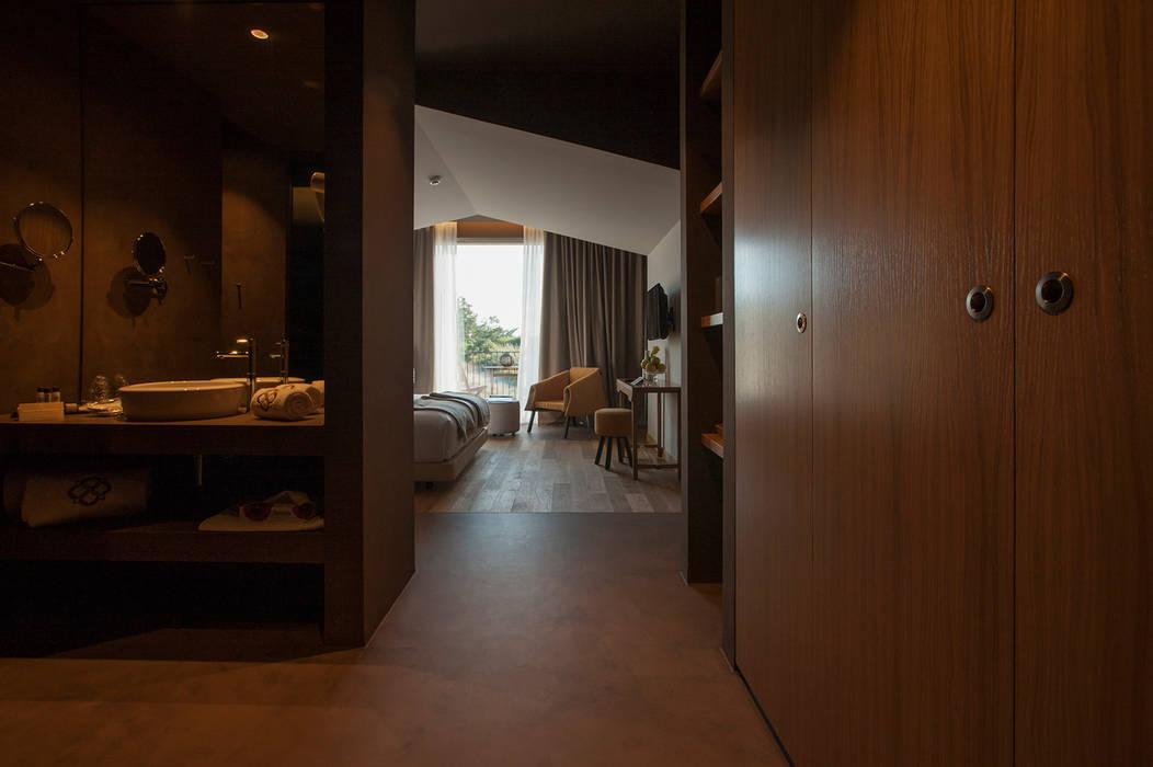 Temática do quarto alusiva à camomila: Hotéis  por Tralhão Design Center