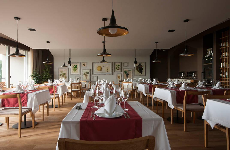 Restaurante do Hotel Espaços de restauração campestres por Tralhão Design Center Campestre