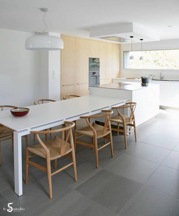 Cocinas de estilo minimalista de Emilie Bigorne, architecte d'intérieur CFAI Minimalista