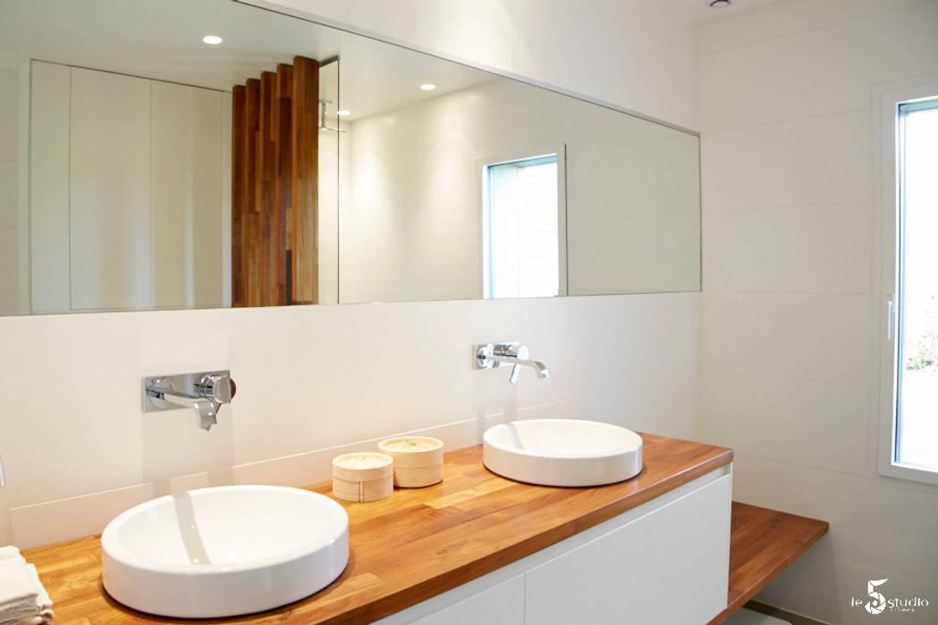 une salle de bain sur mesure: Salle de bains de style  par Emilie Bigorne, architecte d'intérieur CFAI