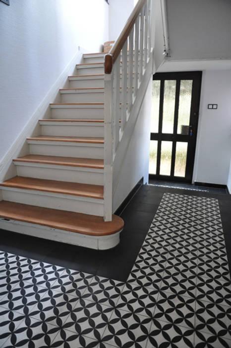 Cementtegels Art nr 213 Zwart wit golfjes Mediterrane gangen, hallen & trappenhuizen van Articima Mediterraan
